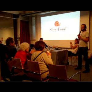 Filippo Civran parla delle verdure fermentate durante la conferenza sul microbioma presso Eataly.