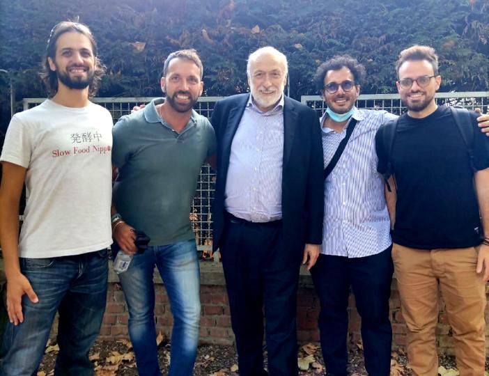 """Carlo """"Carlin"""" Petrini (Slow Food, nel centro) con Filippo Civran, Luca Femia, , Fabrizio De Masi e Francesco D'Alia (Farmchain, da sinistra a destra)."""